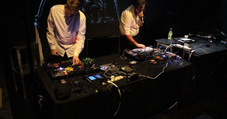 Sygnał/Szum 2.0: Mazut i Michał Turowski solo na Scenie Off Off. Fotorelacja.
