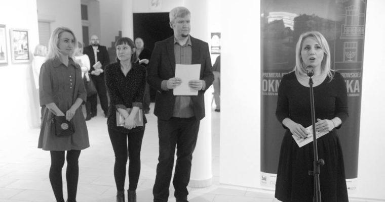 """Premiera książki """"Okno na Kwiatka"""" Gabrieli Nowak-Dąbrowskiej i wystawa solarigrafii Among Scratches. Fotorelacja."""