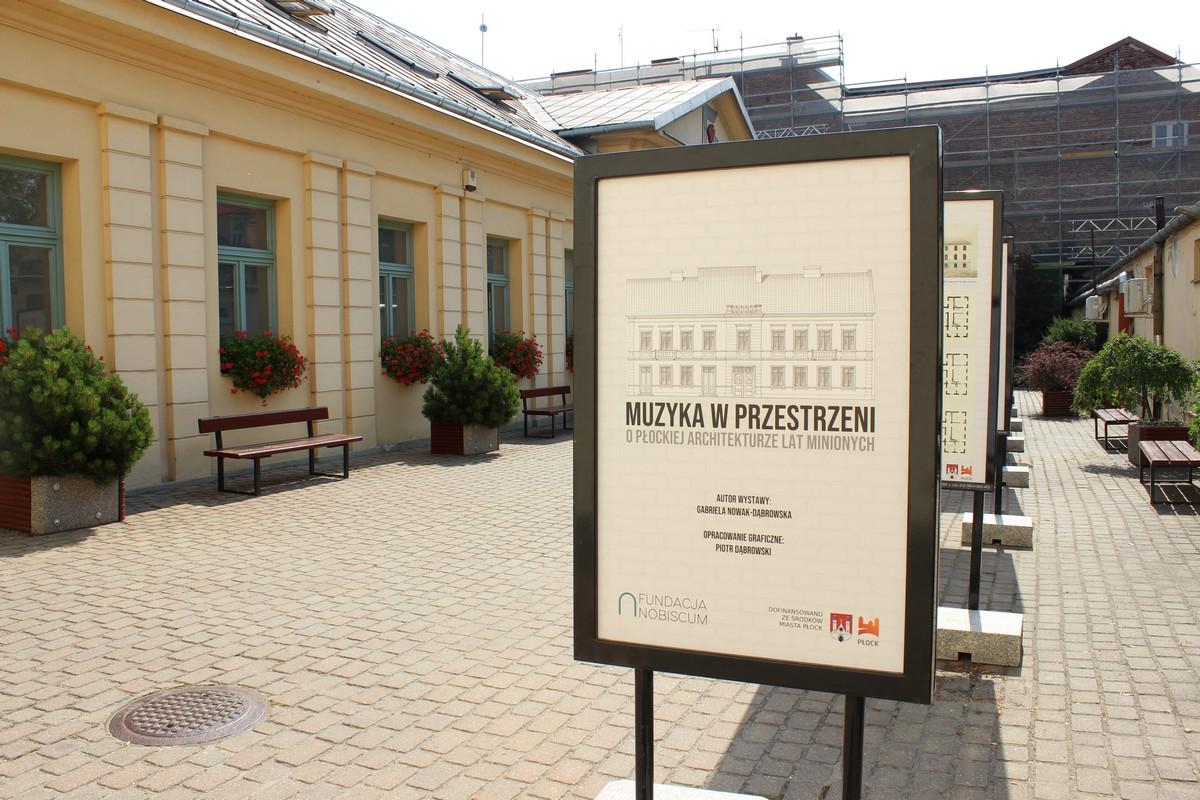 Muzyka w przestrzeni. O płockiej architekturze lat minionych – wystawa już otwarta!
